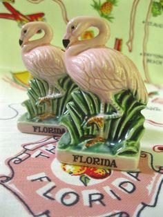 Vintage Florida flamingo salt and pepper shakers - 1950s - pink flamingos - Florida souvenir