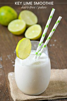 This summer-inspired Key Lime Smoothie recipe is a delicious and light dairy-free breakfast boost, Just blend all ingredients in your favorite blender until smooth. Sprinkle a bit of shredded coconut on top for garnish. Then enjoy! Lime Smoothie Recipes, Oat Smoothie, Lime Recipes, Smoothie Drinks, Drink Recipes, Dairy Free Breakfasts, Flan, Vegetarian Breakfast, Key Lime