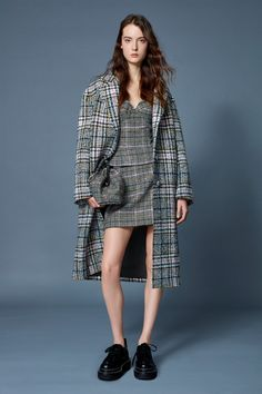 Ermanno Scervino Pre-Fall 2020 collection, runway looks, beauty, models, and reviews. Vogue Paris, Fashion 2020, Fashion Brands, Fashion Designers, Ermanno Scervino, Casual Tops For Women, Fashion Show Collection, Models, Mannequins