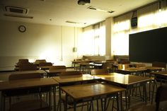 in classroom , 학생들이 떠난 교실