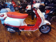 """Patrick confirms (with the photo above) that the two-tone Vespa S ie models (called """"College"""" in Europe) are now available in the U. (Specifically at Motoworks Chicago. Vespa S, Two By Two, Motorcycle, Vehicles, Motorcycles, Car, Motorbikes, Choppers, Vehicle"""