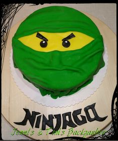 "Lego Ninjago-Torte ""Inside with a surprise"" Lego Ninjago-Torte / Green Ninja Cake Kinderge Bolo Ninjago, Bolo Lego, Lego Ninjago Cake, Ninjago Party, Ninja Birthday Cake, Ninja Cake, Ninja Birthday Parties, Birthday Cakes, Cake Lego"