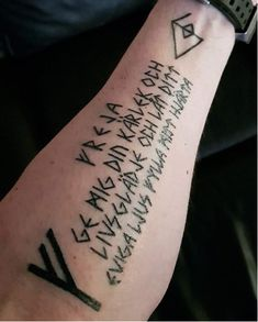 Viking Rune Tattoo Because of the holy power, runes were highly respected and until now it has become favorite among the manliest ink fans. Viking Rune Tattoo, Norse Tattoo, Inca Tattoo, Celtic Tattoos, Wiccan Tattoos, Dream Tattoos, Body Art Tattoos, Runes Nordiques, Viking Symbols