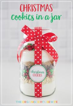 Christmas Cookie Mix in a Jar is a fabulous homemade gift idea. Look no further for a creative handmade gift idea for your friends, kids teachers, family, neighbours, work colleagues. The gift of a DIY kit, so they can make their own batch of Christmas cookies (or biscuits).