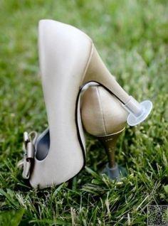 51. les #dames apprécieront #quelques bouchons de #talon - 51 idées pour #votre mariage en #plein air... → #Wedding