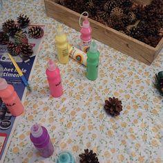 Schattige egels van dennenappels   dennenappels   Wat kun je maken met dennenappels? Dots, Stitches, The Dot, Polka Dots