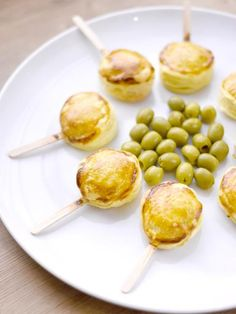 We love this idea for fun and easy entertaining! Cute little French savory popsicles, topped with creamy, tangy goats cheese wrapped in flaky, buttery pastry Courtesy of Get the full recipe on their site. Appetizers For Party, Appetizer Recipes, Cheese Wrap, Love Is In The Air, Food Decoration, Seasonal Food, Food Waste, Cooking Time, Kids Meals