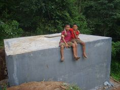 Thailand, Net4kids helpt afgelegen bergscholen aan regenwater opvangtanks en slaapzalen voor docenten