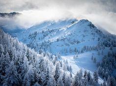 Cant get enough of this cold December light in @zauchensee_skiparadies.  @sonyalpha #alpha99ii & #sony70200g2 #salzburgerland #winterwonderland @altzau @salzburgerland