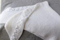 Châle blanc tricoté à la main avec insertion de dentelle, Châle en laine de  bébé 2d00813c095