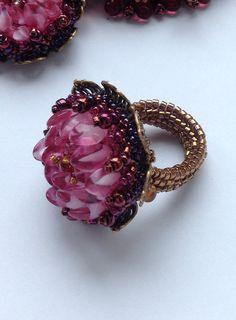 Beadwork by Yvonne Kuriata. Matching ring to Virginia Blakelock's Gypsy Rose Lei.