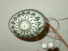 kachní Eastern Eggs, Egg Shell Art, Carved Eggs, Easter Egg Designs, Easter Egg Crafts, Egg Art, Button Art, Egg Decorating, Christmas Traditions