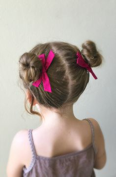 Wunderkin Co. (previously Free Babes Handmade) makes beautiful handmade hair bows in a gorgeous, timeless style. Creator and owner Hillary has built Wunderkin Cute Girls Hairstyles, Baddie Hairstyles, Girl Haircuts, Messy Hairstyles, Toddler Hairstyles, Kids Hair Bows, Girls Bows, Hair Girls, Twist Bun