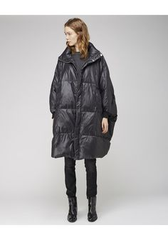 this literally IS a duvet and the closest i could ever be to one of those cocoon stroller babies Henrik Vibskov / Duvet Coat Layered Fashion, Outdoor Fashion, Knitted Coat, Japanese Outfits, Down Coat, Wearing Black, Pretty Outfits, Winter Fashion, My Style