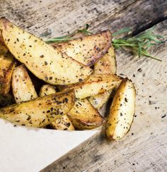 Prueba estas deliciosas patatas fritas, una tapa ideal para botanear o acompañar tus alimentos. Esta receta queda deliciosa y es fácil de hacer.