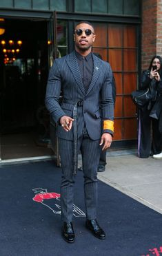 Tactical D-Ring Riggers Belt with Cobra Quick Release Buckle - Black Belt - Ideas of Black Belt - Michael B. Jordan wearing Off-White c/o Virgil Abloh Black Industrial Belt David Yurman Custom Chevron Cross Lapel Pin With Diamonds Gentleman Mode, Gentleman Style, True Gentleman, Dapper Gentleman, Mode Masculine, Terno Slim Fit, Mode Swag, Stylish Men, Men Casual