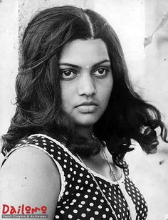 Silk Smitha Photos [HD]: Latest Images, Pictures, Stills of Silk Smitha - FilmiBeat Tamil Actress Photos, Indian Film Actress, South Indian Actress, Silk Smitha, Best Romantic Comedies, Simplicity Is Beauty, Lovely Eyes, Beautiful Girl Photo, Beautiful Women