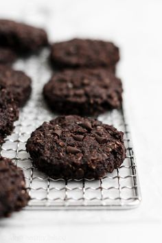 These Healthy Flourless & Eggless Double Chocolate Oatmeal Cookies taste JUST like fudgy brownies! They're the BEST oatmeal cookies ever – a. Eggless Chocolate Cookies, Healthy Chocolate Desserts, Eggless Desserts, Double Chocolate Chip Cookies, Chocolate Chip Oatmeal, Chocolate Treats, Healthy Cookies, Chocolate Recipes, Oat Flour Cookies