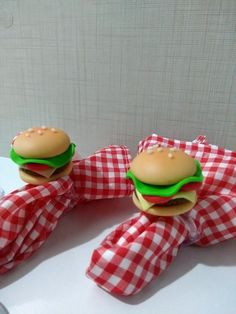 Beautiful Table Settings, Pasta Flexible, Hamburgers, Dinner Table, Napkin Rings, Tablescapes, Dinnerware, Biscuits, Napkins