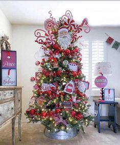 Creative Christmas Trees, Candy Cane Christmas Tree, Candy Christmas Decorations, Christmas Tree Design, Christmas Tree Themes, Diy Christmas Ornaments, Rustic Christmas, Christmas Home, Christmas Wreaths