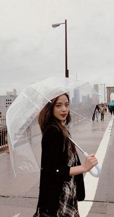 I like people who smile in the rain ☔️🌧 Blackpink Jisoo, South Korean Girls, Korean Girl Groups, K Pop, Bts Blackpink, Black Pink Kpop, Blackpink Members, Blackpink Photos, Doja Cat