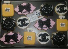 Orden de ayer 18 galletas entregadas!!! ❤🍪😍✌😃☺ #chanel #cocochanel #perfume #cookies #chanelcookies #mycookiecreations