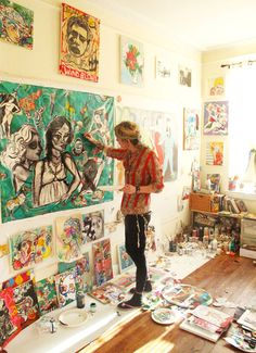 Artist Micci Cohan Painting in her art studio. Artist Workspace, Arte Fashion, Art Studio Design, Photo D Art, Boho Home, Painting Studio, Creative Studio, Oeuvre D'art, Art Studios