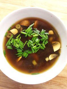 #Blog #essen #food #kulinarisch #Essen #Lifestyle #recipe #Rezept #Rezepte #joesrestandfood #Trend #Trends #trendy #top #Hype #hip #Glamour #foodporn #Gourmet #miso #soup #suppe #style  An dieser Stelle gibt es immer ein Rezept zum ausprobieren. Heute mal ein leckere japanische Miso-Suppe mit Shitake.