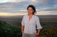 Una de las excepciones en el tratamiento fotográfico a las #mujeres #científicas. La #bióloga #Érika #Cuéllar, correctamente identificada en el pie de foto, posa, con ropa informal, para una entrevista en el diario El Mundo. Foto: Elmundo.es/ROLEX.