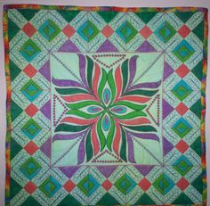 #FreeQuiltingPattern - Here's a gorgeous colonial flower pattern from Craftsy! Good news - if you love it, you can get the pattern free by clicking the image!