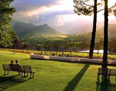Enjoy the beauty of the Franschhoek wine region in South Africa Most Beautiful Cities, Beautiful World, Beautiful Sunset, Cape Town South Africa, Stay The Night, Rest Of The World, Africa Travel, Land Scape, Travel Pictures