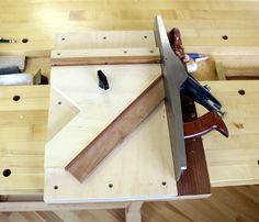Follow our shooting board plan and make your own shooting board. Getting the perfectly square joint is often difficult to achieve with the tools and machinery we have available to us. One or more bad adjustments can multiply and instead [...]