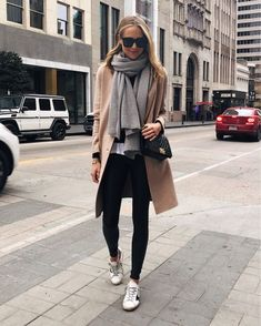 Winter Fashion Inspo for Womens, Scarf and Sunglasses Edgy Style, Style Casual, Work Casual, Casual Winter Outfits, Fall Outfits, Fall Fashion Trends, Autumn Fashion, New York Winter Fashion, Older Women Fashion