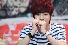 [120708] Jinyoung @ Yongsan Fansign [34]    Credits : 19911118.net    Re-up : Aorishina @ FLYB1A4   Tumblr