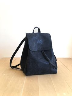 This bag is made of high quality vegan leather in black. It is very soft and lightweight but durable. It has a rustic, distressed look. It has one interior and one exterior zipper pocket. Straps are adjustable. It is suitable for both men and women. There is two size option: Small : 17 x 27 x 30 cm Large : 20 x 30 x 36 cm Fast International Shipping: Delivery in 2-5 days to the US, Canada, Australia and Europe; in 3-7 days to rest of the world. For other color options you can check…
