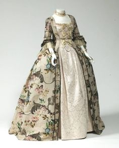 1760, England Robe à l'anglaise Silk brocade, metallic thread The Mint Museum