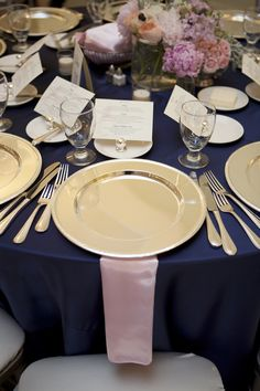Navy-Blue-and-Pink-Place-Setting