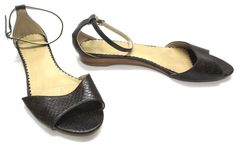 H&M 9 US 40 EUR Brown Embossed Croc Open Toe Ankle Strap Flats Womens Sandals
