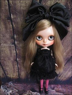 Blythe Doll -that bow is to die for.