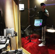 Louis in the studio! is coming! Louis Tomlinson Imagines, Louis Imagines, Bon Point, Water Fight, Reasons To Be Happy, Normal Guys, Louis Williams, Larry Stylinson, Boys Who
