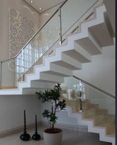 acabamento da escada e estilo, cores claras