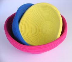 Bowls confeccionados com tiras de malha .    Com muitas variedades de cores para alegrar os seus dias.....