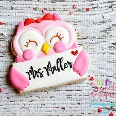 Girly owl with envelope #valentines2017 #valentinescookiecutters #valentinescookies2017 #valentinescookies #decoratedcookies #thesweetdesignsshoppe