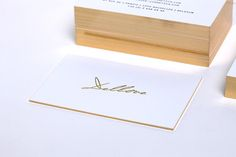 Luxe, elegant finishing on simple business cards: luxe gold   Christophe Remy…