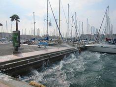 Des vagues dans le port de Gruissan à cause de la Tramontane Photo de Pierre