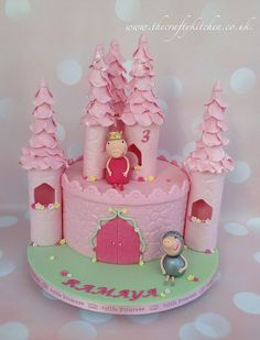 Peppa Pig Castle Cake from www.thecraftykitchen.co.uk