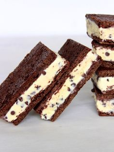 Sorry ice cream man, but I'll be stocking my freezer with these yummy delights! The Baker Mama shows us how to make ice cream sandwiches using a chocolate cookie recipe and ice cream of your … Ice Cream Treats, Ice Cream Cookies, Ice Cream Desserts, Köstliche Desserts, Frozen Desserts, Ice Cream Recipes, Frozen Treats, Delicious Desserts, Dessert Recipes