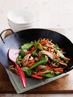 Honey and soy chicken stir-fry This deliciously sweet stir fry includes plenty of crunchy veggies. Stir Fry Recipes, Meat Recipes, Asian Recipes, Cooking Recipes, Dinner Recipes, Cooking Ideas, Heart Healthy Recipes, Healthy Eating Recipes, Healthy Cooking