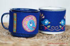 Emaille Tasse mit Filzwärmer von Huckepaeckchen auf Etsy, €18.00