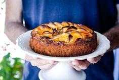 COMO HACER UN PASTEL ALMENDRAS Y MANZANAS SIN GLUTEN, MUY FÁCIL Y RÁPIDO DE PREPARAR.  Los pasteles de almendras y manzanas tiene un éxito enorme en general en todos los blogs y canales de gastronomía. Existen una infinidad y cada vez es más difícil hacer una receta nueva de tarta de manzana. La … Sweet Tarts, Salmon Burgers, Bagel, Apple Pie, Muffin, Bread, Breakfast, Ethnic Recipes, Gluten